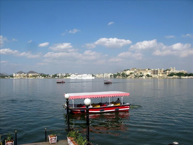 Lake-Pichola-IML-Travel