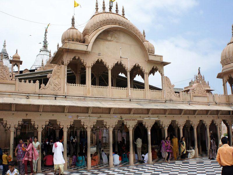 Radha-rani-temple-barsana-IML-Travel