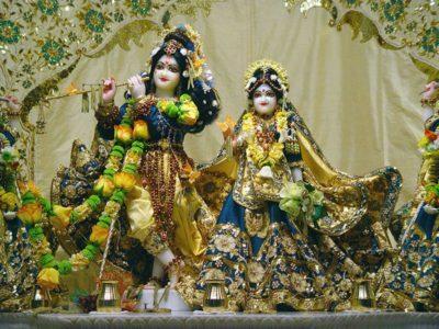 Radha-Raman-Temple-Vrindavan-IML-Travel