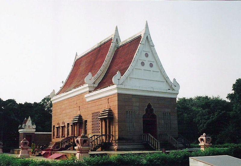 Thai-temple-and-monastery-Sarnath-IML-Travel