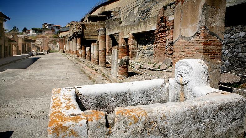 Herculaneum 788x443 IML Travel (2)